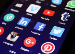 Réseaux sociaux Entreprise quel support choisir ? Réseaux sociaux Entreprise, Artisan, PME, PMI... : quel(s) support(s) choisir ?